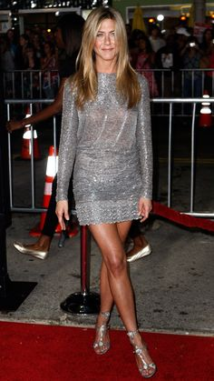 10 Dresses That Will Never Age - Beauty & Style Best Picture For jennifer aniston glasses For Yo Jennifer Aniston 90s, Peinados Jennifer Aniston, Jeniffer Aniston, Jennifer Aniston Pictures, Look Fashion, Fashion Beauty, Beauty Style, 90s Fashion, Fashion Outfits