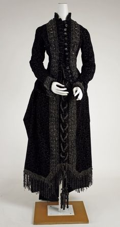 I'd kill for that dress: Gorgeously gothy mourning attire from 1815-1915 | Dangerous Minds