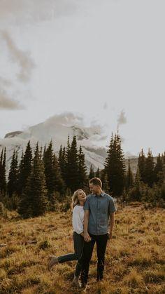 Mountain Engagement Photos, Engagement Photo Poses, Engagement Couple, Engagement Pictures, Engagement Photography, Engagement Ideas, Photo Poses For Couples, Couple Photoshoot Poses, Couple Photography Poses