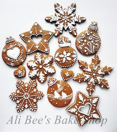 Ali Bee's Bake Shop: Tutorial: Making Snowflakes We are so doing this! Gingerbread Decorations, Christmas Gingerbread, Gingerbread Cookies, Christmas Sugar Cookies, Christmas Baking, Christmas Treats, Merry Christmas, Spice Cookies, Cut Out Cookies
