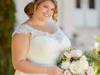 Leichtes Chiffonkleid mit einem Spitzenoberteil im Vintage-Stil in Übergröße Sehr leichtes Chiffonkleid mit einem Oberteil im Carmen-Stil. Die Rückenpartie und die Träger sind mit einer schönen floralen Tattoo-Spitze versehen. Mit einem zeitlosen Vintage-Look für eine stilsichere Plus-Size-Braut. : Brautkleid, Brautmode, Brautmode für Dicke, Brautmode für Frauen mit Kurven, Chiffon, Chiffonkleid, Gürtel, Herzausschnitt, Herzform, Knopfleiste, Komfortgröße, Plussize, Schleppe, Spitze, ... Classy Wedding Dress, Wedding Dress Chiffon, Bridal Dresses, Wedding Gowns, Couture Dresses, American Dress, Curvy Bride, Vintage Stil, Curvy Women Fashion