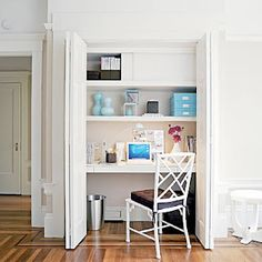 closet office. great idea for apartment living