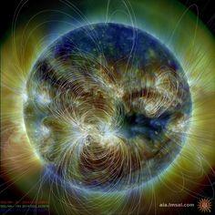 La caza por el campo magnético: toda la variabilidad del sol (incluyendo bengalas y eyecciones de masa coronal que conducir clima espacial) son alimentados por el campo magnético. No se puede observar directamente que pero podemos calcular que a partir de observaciones por la hermana de aia instrumento, hmi. Este superponer muestra cómo calcula las líneas del campo magnético se asemejan a las formas en la atmósfera del sol brillante que son creados por los gases que estan atados a el elusivo…