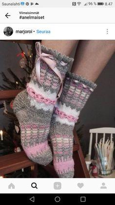 This Pin was discovered by San Crochet Slippers, Knit Crochet, Sock Toys, Funky Socks, Cozy Socks, Knit Wrap, Knitting Socks, Mitten Gloves, Knitting Patterns