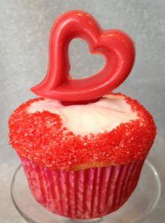 http://cupcakestakethecake.blogspot.com/2012/01/cupcake-and-cake-pop-love-for.html