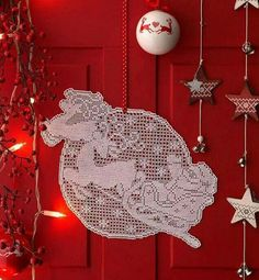 Embroidery and crochet schemes for Christmas. From easy crochet to filet schemes and cross stitch embroidery. Christmas Tree With Gifts, Crochet Christmas Ornaments, Christmas Crochet Patterns, Crochet Snowflakes, Christmas Embroidery, Holiday Ornaments, Christmas Crafts, Christmas Bulbs, Christmas Decorations
