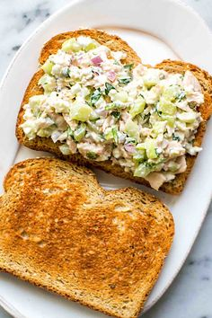 Best Ever Tuna Salad Sandwich! What makes the best ever tuna sandwich? It's all in the combination of ingredients—the best tuna you can find, cottage cheese and mayo, and good use of fresh dill, parsley, and more. What Is Healthy Food, Quick Healthy Meals, Healthy Food List, Healthy Eating Recipes, Eat Healthy, Healthy Sides, Healthy Soup, Healthy Weight, Tuna Fish Sandwich