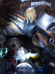 Interior da bexiga   O que se vê do buraco da nossa (bexiga), nosso livro objeto é a imagem do quadro do grito, representando o expressionismo. O Grito é considerado como uma das obras mais importantes do movimento expressionista.
