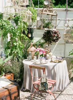 <3Hang birdcages in dining patio