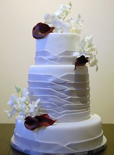 Not crazy about the flowers, but the design is beautiful! White Wedding Cakes, Beautiful Wedding Cakes, Gorgeous Cakes, Pretty Cakes, Cute Cakes, Amazing Cakes, Lilac Wedding, Cake Wedding, Beautiful Cake Pictures