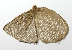 Coptic hairnet in wool and linen. 5th century Antinoé, Egypt. (C) RMN-Grand Palais (musée de Cluny - musée national du Moyen-Âge) / Jean-Gilles Berizzi