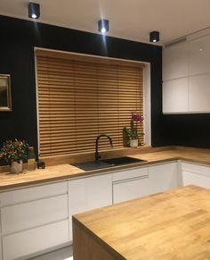 Żaluzja bambusowa w kolorze GRAHAM w projekcie Lewandowicz Pawłowska - Studio Architektury. Żaluzje od Nasze Domowe Pielesze. #żaluzjedrewniane #żaluzja #żaluzjebambusowe #bambooblind #woodenblind #kuchnia #kitchendecor #homedecor #kitchenideas #naszedomowepielesze