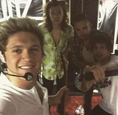 """First I thought it was Niall with fans. Then I'm like """"oh and Louis"""" and then """"and Harry!"""" then """"oh wait it's One Direction! One Direction Selfie, I Love One Direction, One Direction Tattoos, Bae, On The Road Again, Irish Boys, Mr Style, Foto Instagram, James Horan"""