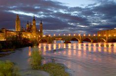 EBRO  El río más caudaloso de España, que tantas veces ha actuado simplemente como la fachada más pintoresca de Zaragoza, es ahora su 'calle mayor', que vertebra a ambos lados el crecimiento urbano de la ciudad e invita al paseo ciudadano por sus orillas. Éste es el principal legado de la Exposición Internacional celebrada en Zaragoza en el verano de 2008.