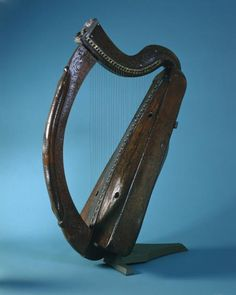 The Brian Boru harp is Ireland's oldest surviving medieval harp and probably dates to the fifteenth century. Irish Musical Instruments, Music Instruments, Brian Boru, Trinity College Dublin, Old Libraries, Quotes About Photography, Irish Celtic, Ancient Art, Harp