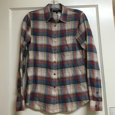 Madewell plaid boyfriend short XS Nwt Great looking plaid shirt in XS. Fabric is 82% cotton 18% linen. New with tags and so cute! Madewell Tops Button Down Shirts