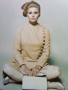 Sew Iconic - Faye Dunaway in The Thomas Crown Affair Faye Dunaway, Classic Actresses, Hollywood Actresses, Bonnie And Clyde 1967, Thomas Crown Affair, French New Wave, Old Movie Stars, Cinema Film, Classic Chic