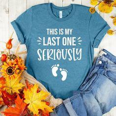 Funny Pregnancy Shirts, Pregnancy Announcement Shirt, Pregnancy Humor, Friend Pregnancy, Pregnancy Info, Funny Shirts, Early Stages Of Pregnancy, Pregnancy Progression