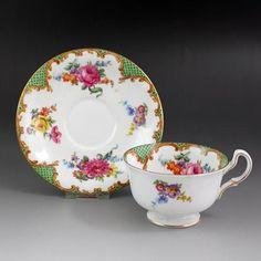 エインズレイのバラのカップ&ソーサー