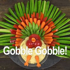 You kids will giggle with delight at this Thanksgiving turkey veggie tray, and it's an easy way to get them excited about eating vegetables! Thanksgiving Vegetables, Thanksgiving Snacks, Thanksgiving Turkey, Turkey Veggie Tray, Veggie Platters, Vegetable Trays, Fruit Turkey, Christmas Party Food, Christmas Appetizers