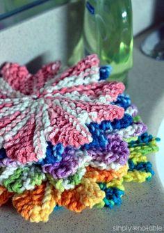 Mini Almost Lost Washcloth - Free Knitting Pattern - (simplynotable) Knitted Washcloth Patterns, Knitted Washcloths, Dishcloth Knitting Patterns, Crochet Dishcloths, Knit Or Crochet, Crochet Crafts, Free Knitting, Crochet Patterns, Easy Knitting Projects