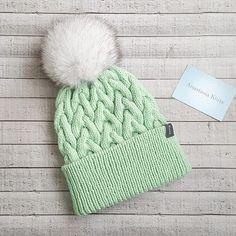 WEBSTA @ anastasia.knits - Мяты много не бывает.  Шапочка в наличии. Шерсть мерино. Размер 54-56.  Помпон на ленте, вуалевый песец. Цена 2750р