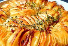 Joyously Domestic: Crispy Potato Roast: next vegan makeover. I'm thinking field roast instead of pancetta! Roast Recipes, Wine Recipes, Cooking Recipes, Potluck Recipes, Crispy Potatoes, Roasted Potatoes, Hasselback Potatoes, Rosemary Potatoes, Seasoned Potatoes