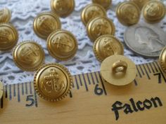 "PEARL YELLOW OVAL SHANK BUTTON ~ SET OF 10  ~ 3//8/"" SIZE"
