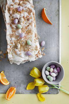 Appelsiini-britakakku kerää kehut ja suosionosoitukset. Mehevä ja ilmava brita saa appelsiinipashan makuisen kuohkean täytteen. Tämä klassikkokakku on täydellinen pääsiäisen juhlapöytään. Easter Recipes, Dairy, Cheese, Food, Essen, Meals, Yemek, Eten
