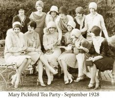 Mary-Pickford-Tea-Party-held-in-September-1928-300x256.jpg 300×256 pikseli