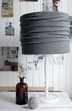 """Beautiful And Easy DIY Lampshade Makeovers 11 Incredibly Cute DIY Lamp Shade Makeovers that are . """"but are so Incredibly Cute DIY Lamp Shade Makeovers that are . """"but are so amazing. Fun Diy Projects For Home, Weekend Projects, Diy Luminaire, Diy Casa, Lamp Makeover, Ideias Diy, Rustic Lamps, Diy Furniture, Furniture Plans"""