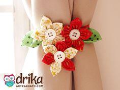 Prendedor de Cortina com flores de fuxico
