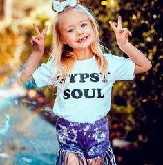 I& a wild child ✌◻ Outfit: SunnyAndFinn PC: Mark Singerman Savannah Rose, Cole And Savannah, Savannah Chat, Cute Little Girls, Cute Kids, Baby Girls, Sav And Cole, Everleigh Rose, Cute Family
