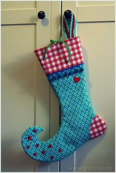 I adore this stocking shape!!  I looks elf-like, don't you think so,  too???
