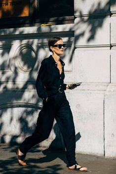 black fashion The Street Style at London Fashion Week Was So Good, Itll Inspire You For Months to Come Estilo Fashion, Korean Fashion, Ideias Fashion, London Fashion Weeks, Beige Outfit, All Black Outfit, Black Outfits, Summer Outfits, Teen Outfits