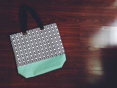 Everyday Tote: Lovin the teal!