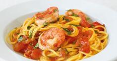 Voor dit recept heb ik hele dunne spaghetti (spaghettini) gebruikt. De combinatie van de heerlijke gewokte garnalen in een pittige kerrie-tomatensaus was...