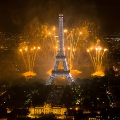 Fireworks on Eiffel Tower by y.caradec