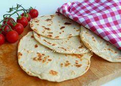 focaccia alla ricotta cotta in padella,ricetta facile da fare per ottenere delle focacce morbide,ottime per sostituire il classico pane.da farcire a piacere