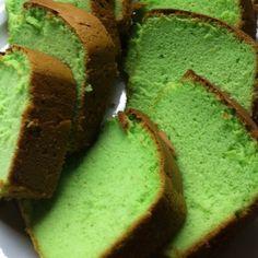 Gerecht printenEr zijn veel verschillende recepten te vinden voor de Indische Sponscake..maar ik zeg je nu al: dit recept is écht lekker! Wat je nodig hebt voor de Sponscake / Pandan cake 6 eieren 6 eierdooiers (Ja alleen dooiers!) 125 gram suiker 125 gram bloem heel klein beetje zout 1 theelepel geraspte citroenschil (fijn) …