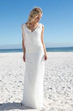 Rembo styling — Vintage — Dixit: Schlichtes Kleid mit Chiffon Bluse in weicher Spitze und mit feinen Perlendetails.