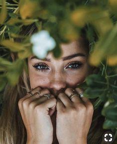 30 Fabulous Closeup Portrait Shots To Copy - Feminine Buzz Dark Portrait, Photo Portrait, Portrait Shots, Woman Portrait, Creative Portrait Photography, Girl Photography Poses, Instagram Photos Photography, Inspiring Photography, Stunning Photography