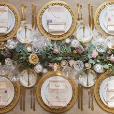 21 Holiday Tablescape Ideas - Holiday Table Setting Ideas