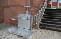 So werden Treppen barrierefrei für Rollstuhlfahrer: http://www.hiro-aufzuege.de/behindertenaufzuege/aufzugsarten-einsatzmoeglichkeiten/rollstuhl-schraegaufzuege/hiro-320.html