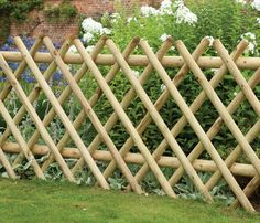 Expanding diamond trellis panels are perfect at screening parts of the garden off. It has changeable length, making it easily adaptable to fit any gardens shape or size Bamboo Garden Fences, Bamboo Trellis, Backyard Garden Landscape, Small Backyard Gardens, Garden Trellis, Bamboo Fencing Ideas, Bamboo Garden Ideas, Cheap Garden Fencing, Gravel Garden