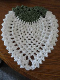 SURPRISE! The vintage potholder I was coveting waaaay back here has been decoded! Then, you may recall that a lovely neighbor gave me these apple potholders, and I thought WooHoo, I have a sample t...