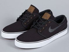 A look at the upcoming Nike SB Stefan Janoski - Black/Anthracite-Light British Tan colorway skateboard sneakers for July Tenis Nike Sb, Daily Shoes, Nike Trainer, Stefan Janoski Shoes, Janoski Nike, Nike Outfits, Style Masculin, Men's Footwear, Nike Shoes