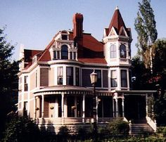 Beautiful Victorian Homes - bless the people who restore/maintain these homes for all of us to enjoy seeing