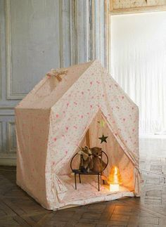 Cute little hideaway tent.  Perfect for a fort or playhouse.