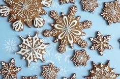 Want to decorate biscuits like Peggy Porschen? Well, with her latest book, 'Cookies' Quadrille), you most certainly can! Christmas Biscuits, Christmas Baking, Christmas Cookies, Christmas Recipes, Christmas 2019, Fancy Cookies, Sugar Cookies, Christmas Chandelier, Snowflake Cookies